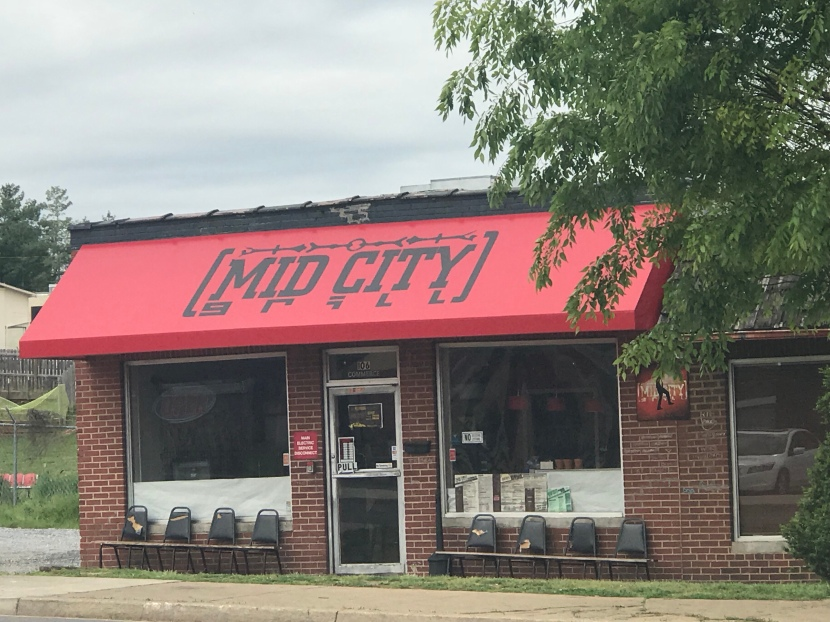 Lunch or Midnight Munchies: Mid City Grill Feeds Daytime Strollers and NightOwls